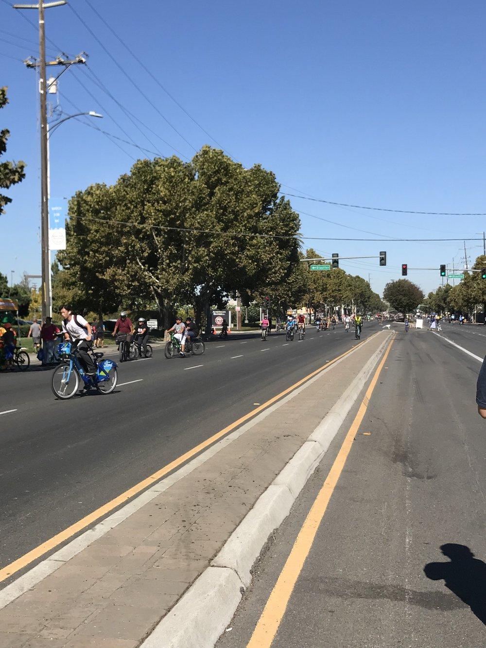 Ý tưởng cắt con đường 6 dặm thành công viên một ngày, tạo điều kiện cho mọi người cùng xuống đường tản bộ, ngắm quang cảnh dọc hai bên đường phố, hay lái xe đạp chạy vòng vòng cùng gia đình là một sáng kiến hay.