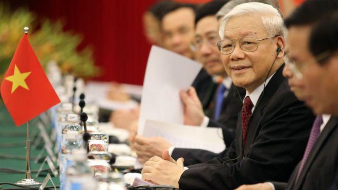 Nhất thể hóa - Nguyễn Phú Trọng kiêm nhiệm hai chức  vụ Tổng Bí Thư đảng và Chủ Tịch nhà nước VC. Nguồn BBC.com