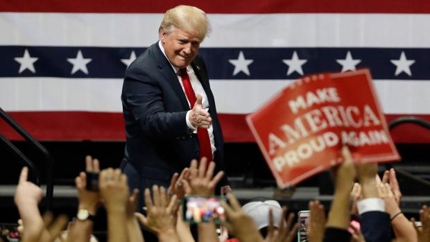 Tổng thống Hoa Kỳ, Donald Trump, trong buổi vận động tranh cữ giữa nhiệm kỳ. Nguồn internet.