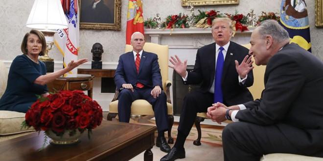 Tổng thống Trump trong buổi gặp gỡ với hai lãnh tụ đảng Dân chủ ở quốc hội Charles Schumer và Nancy Pelosi có truyền hình trực tiếp bàn về vấn đề xây tường ngăn biên giới Mexico-Hoa kỳ. Nguồn internet.