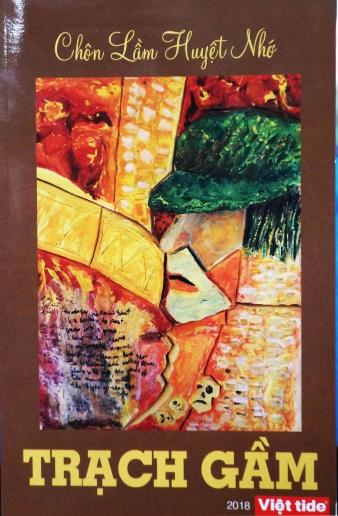 """Sách """"Chôn Lầm Huyệt Nhớ"""" của nhà thơ Trạch Gầm. (Hình: Lâm Hoài Thạch/Người Việt)"""