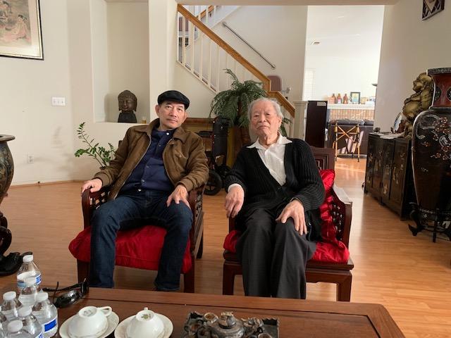 Việt Nguyên và GS. Bác Sĩ Trần Ngọc Ninh (phải). Nguồn Việt Nguyên.