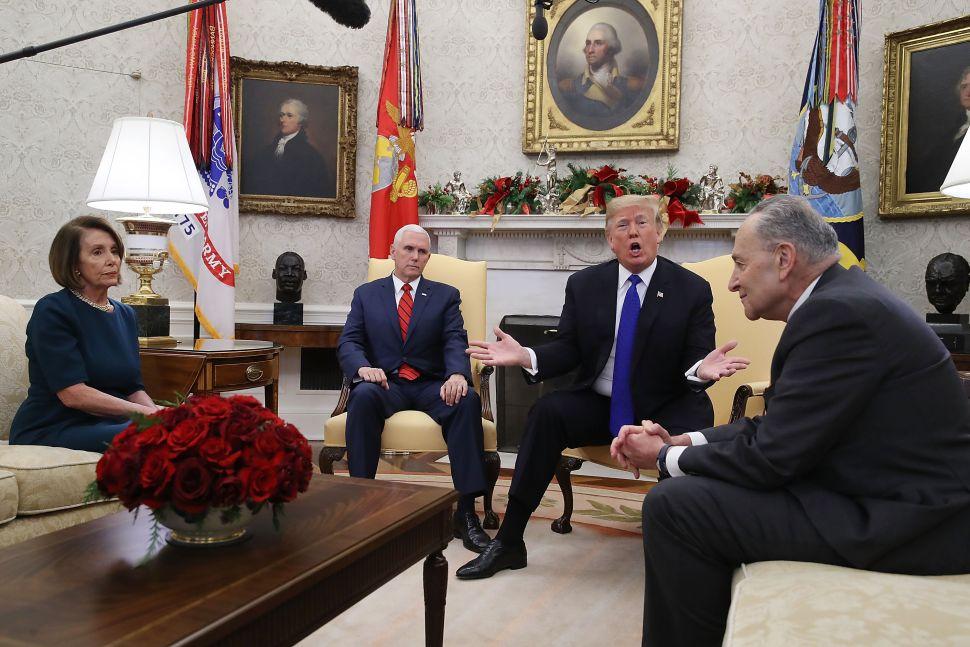 TT Trump và các lãnh đạo quốc hội Nancy Pelosi và Chuck Schummer. Nguồn internet.