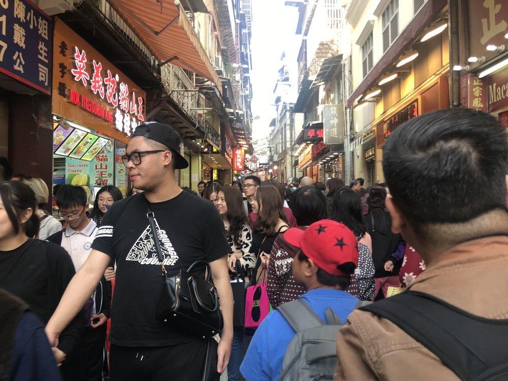 Du khách đa số là người Á Đông đến từ Trung Hoa lục địa.