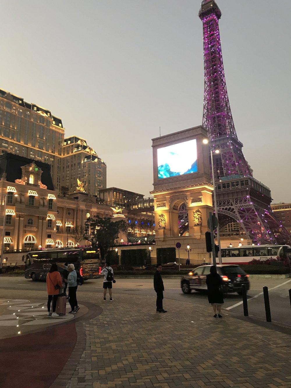 Rời City Studio, du khác có thể tản bộ đến thăm Parisian Macao. Parisian Macao (Chinese: 澳門巴黎人)là một khách sạn thượng đẳng của Cotai, Macau, China, được làm chủ bởi công ty Las Vegas Sands. Chiều cao của tháp Parisian Macau chỉ bằng phân nữa của Tháp Eiffel. Khách sạn Parisian Macao được đưa vào hoạt động vào ngày 13 tháng 9, năm 2016. Địa thất ở bên trong của Parisian cho du khách cảm giác là họ đang đi mua sắm tại một trung tâm hiện đại của nước Pháp.