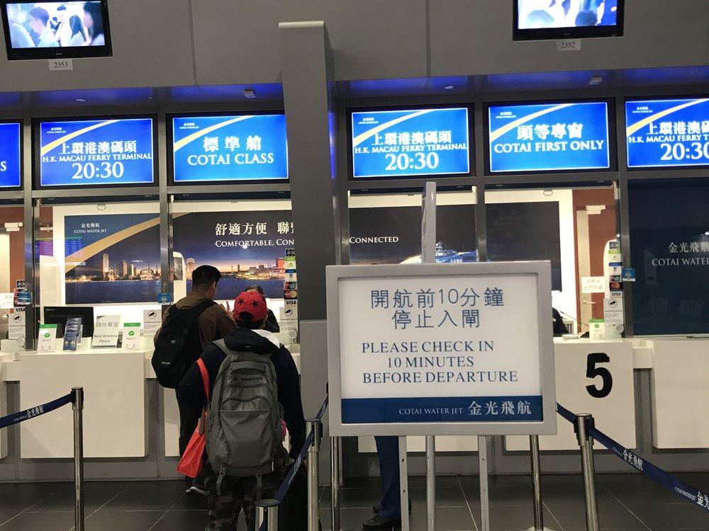 Cuộc vui nào rồi cũng phải đến lúc chia tay. Đã đến giờ phải ra phà trở về Hong Kong để chuẩn bị cho một ngày cuối ở Hong Kong trước khi bay trở lại về Mỹ.