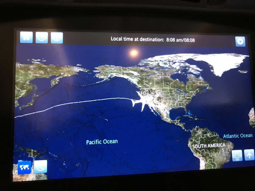 Cuối cùng rồi cũng trở về nhà. Biểu đồ máy bay United Airline cho thấy máy bay đang đáp xuống phi trường San Francisco..