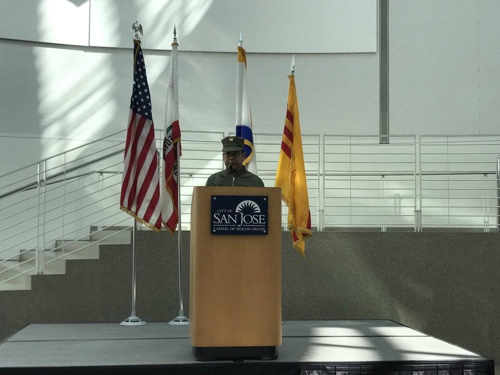 Một đại diện Cựu Quân Nhân lên phát biểu.