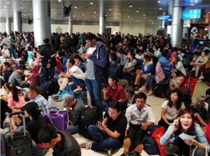 Cảnh đợi chờ tại một trong những phi trường tại Việt Nam.