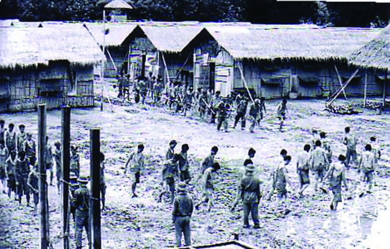 Người tù cải tạo Việt Nam Cộng Hòa dưới chế độ Việt Cộng. Nguồn internet.