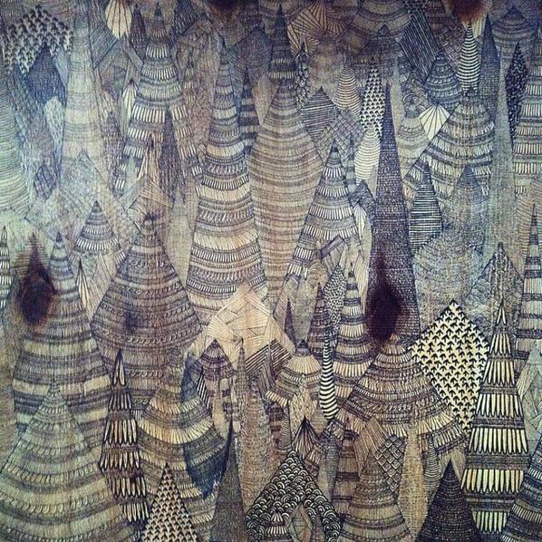 adelaide aronio montanas sobre madera.png