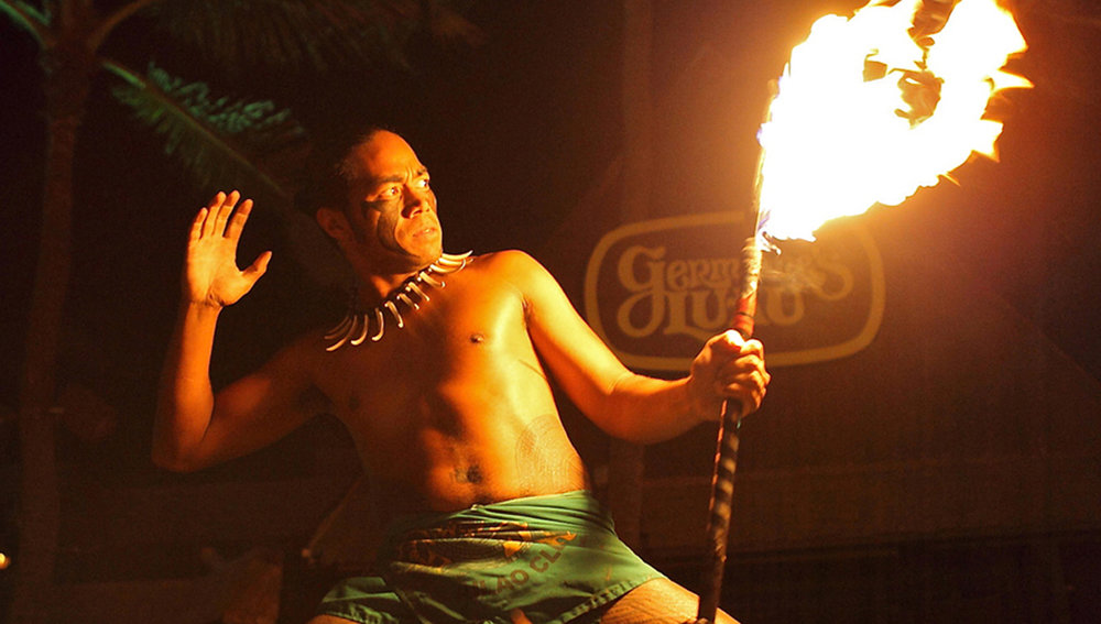 Fire-knife dancer at Germaine's Luau (© Germaine's Luau )