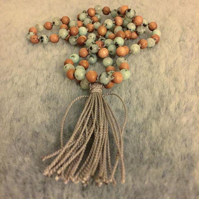 Lotus jasper. Here w rosewood. • • • #handmadewithlove #mala #108 #decadentwellness #herenow #betweenyogaclasses #meditation #japa #mantra #wearyourpractice #beauty #simplicity #balance #grounding #healingenergy #crystals #soundhealing #gift #newdesign #handmadejewelry #love