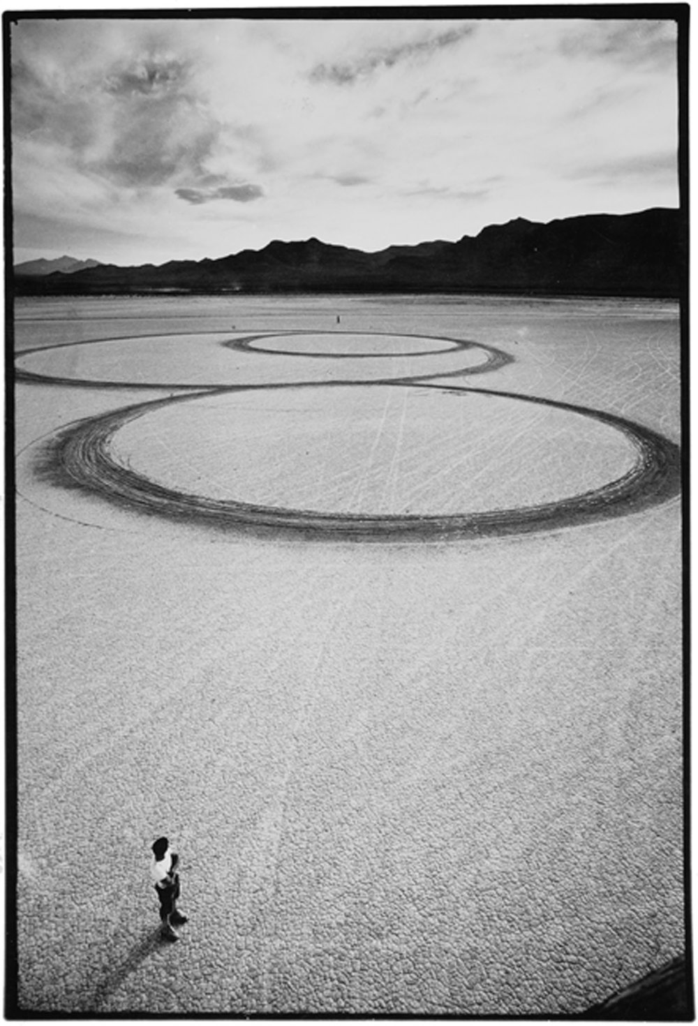08_Michael_Heizer_Circular_Surface_1970.jpg