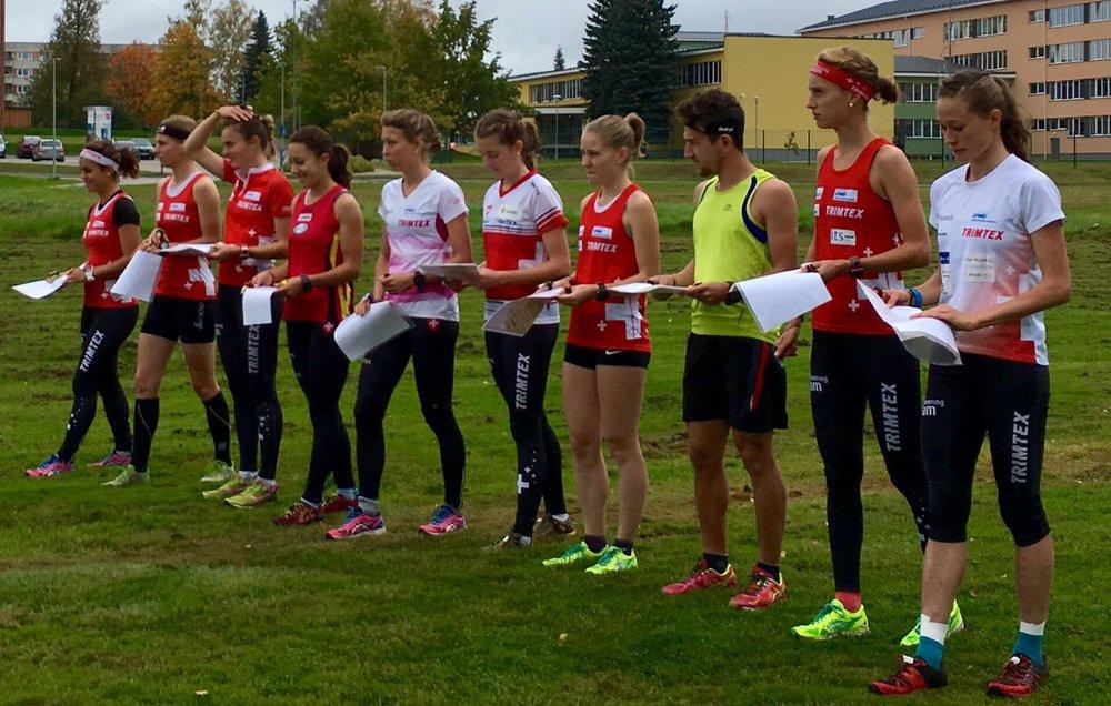 Massenstart per la sprint relay, con un ospite maschile....
