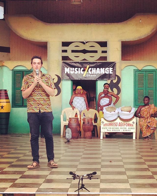 Today the crew stopped by Kumasi 👍🏻 This is the CEO Federico Masetti introducing a great performance of traditional Ghanaian music and dances powered by #musicxchange 🇬🇭🇬🇭