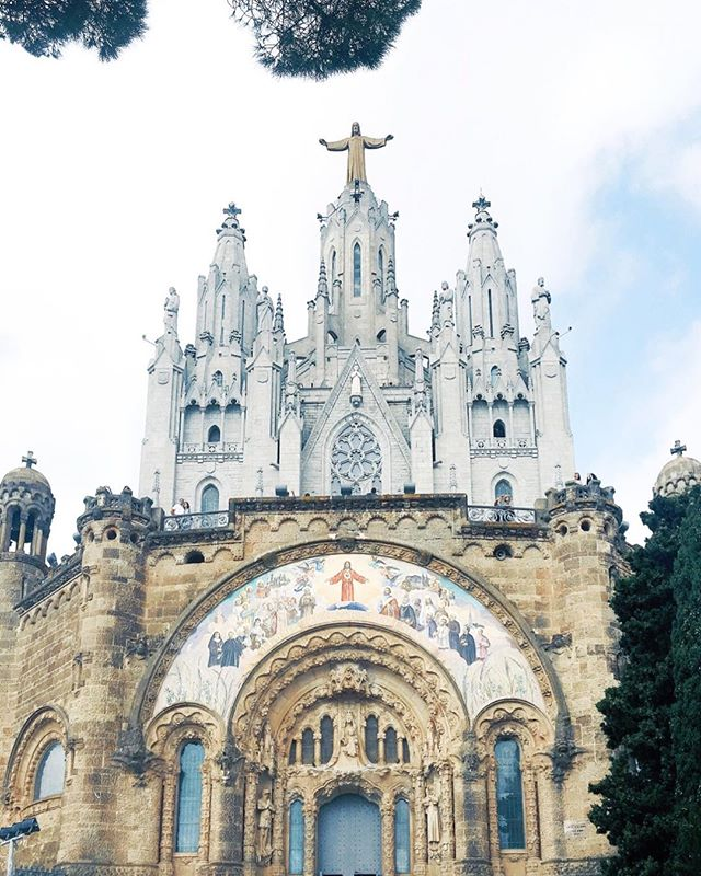 The Tibidabo Cathedral del Sagrat Cor looks down on Barcelona from the city's tallest peak, Mount Tibidabo. In this spectacular location, it can be seen from all over the city. Especially when you are walking up Rambla Catalunya or Passeig de Gracia, you will always find Tibidabo Cathedral on the horizon. . . #Smile #Barcelonaa #world #Spain #Love #Dream #peace #barcelona #visitbarcelona #barcelonapicoftheweek #barcelona #BCNexploradores #thebarcelonist #wonderlustbarcelona #tibidabo