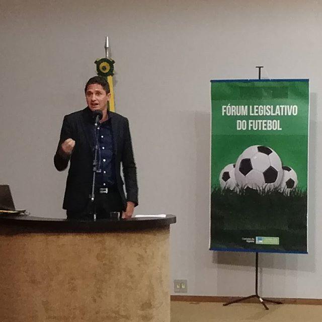 """O pentacampeão Edmílson encerrou sua palestra afirmando: """"o Bom Senso não é apenas para os atletas, mas para todos""""."""