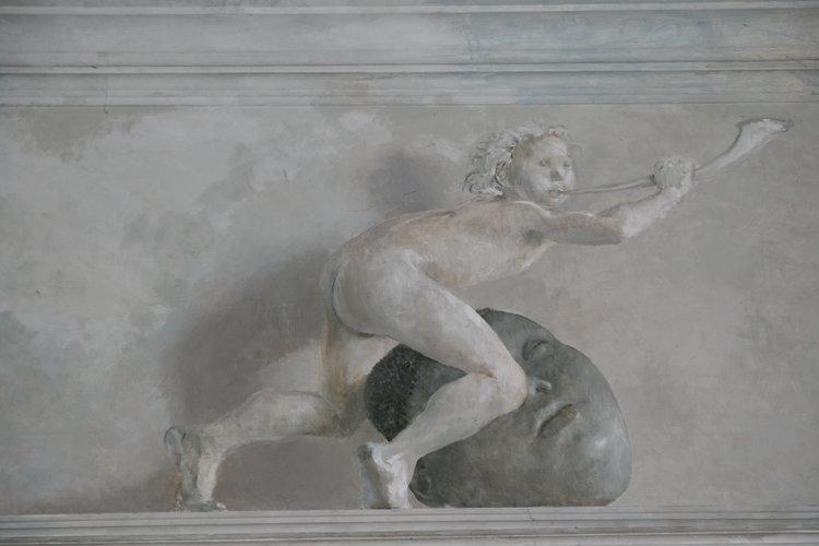 Detalle de pintura de una pared en la sala de entrada.