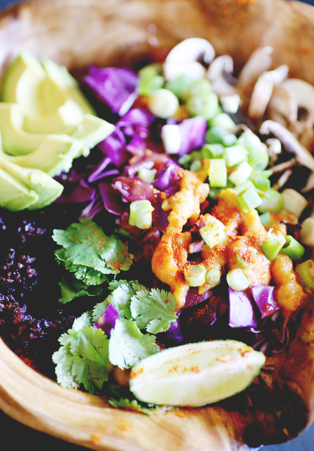 Healthy and delicious buddha bowl, Mexican style. Fresh, filling and super easy to make. With a cheese queso sauce, all vegan and gluten-free.