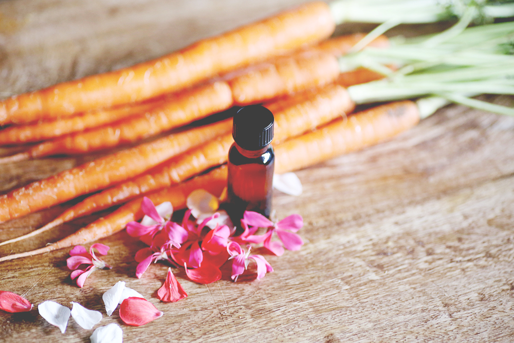Carrot Seed and Argan Facial Oil DIY. Luxurious and effective facial oil DIY, with only two major ingredients: argan oil and carrot seed essential oil, plus scented with a blend of geranium and rose. Perfect as an all around facial oil, as an eye oil or to smooth fine lines.