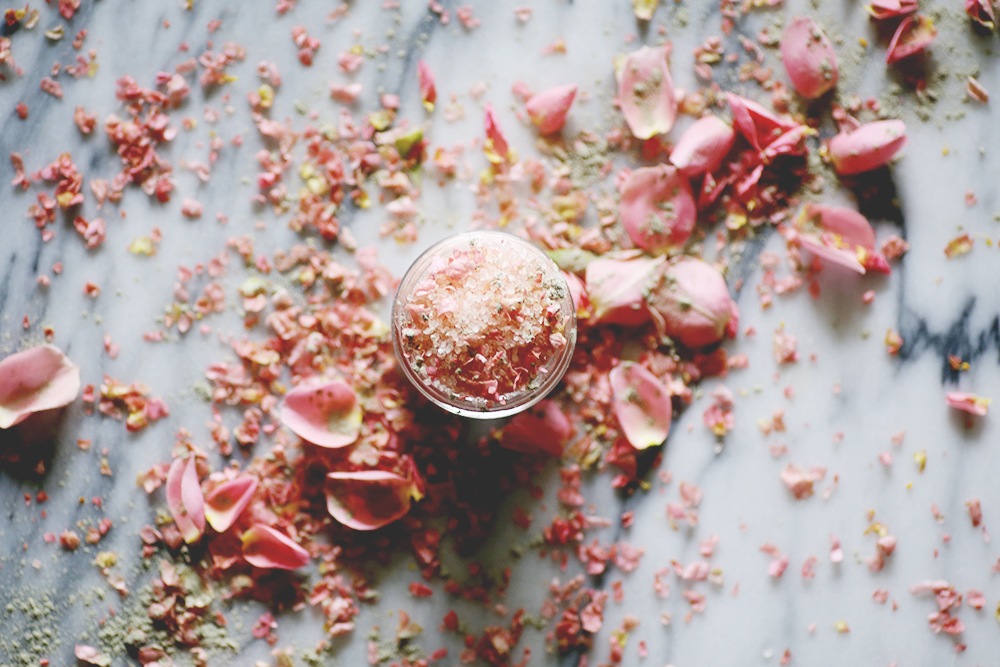 Pretty in Pink Rose and Himalayan Salt Soak. Feminine and pretty, this floral salt soak smells like roses and has a beautiful soft pink color thanks to the Himalayan salts. I love this particular DIY salt soak recipe because it takes about five minutes to create and makes a great gift.