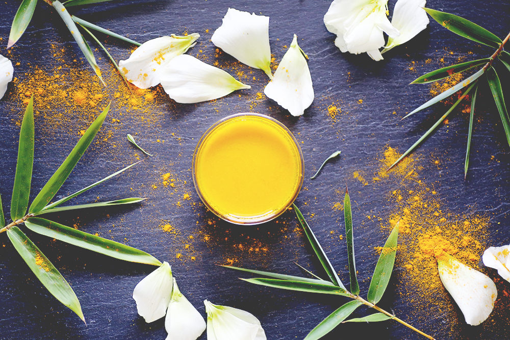 Do Turmeric Face Masks Really Give You Glowing Skin? My experience with using the wonder ingredient, turmeric, in a face mask. For those of you experiencing patchiness or discoloration, or just want overall brighter skin, this mask may be for you.