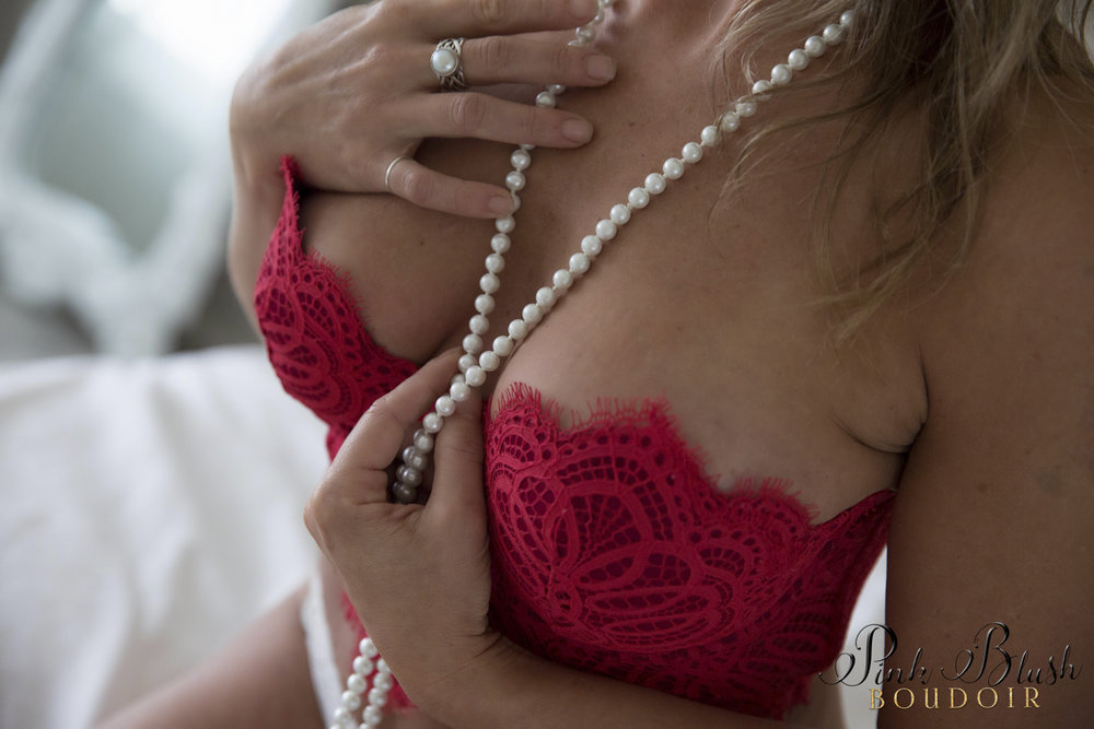 Boudoir photos, a woman in a red bra on a white bed