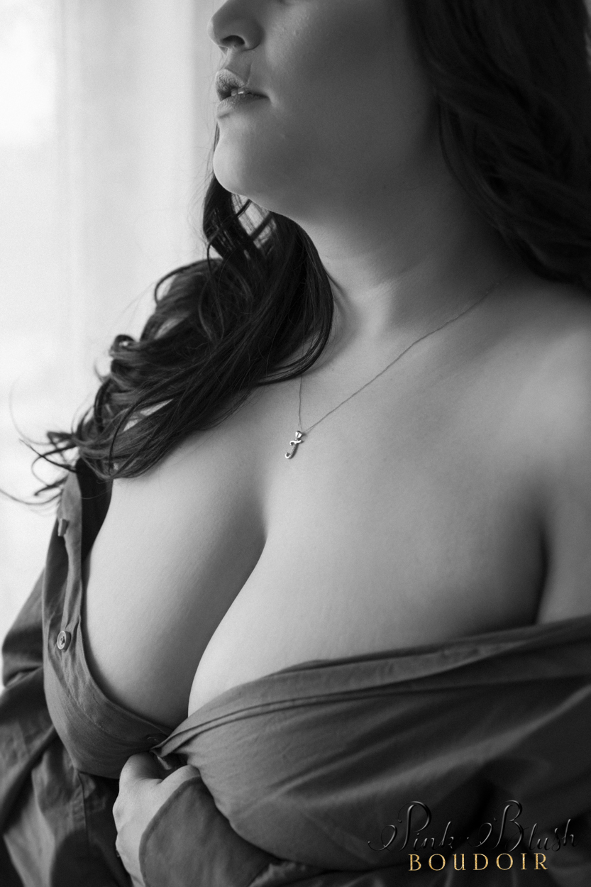 boudoir photography, a close up of a woman's cleavage