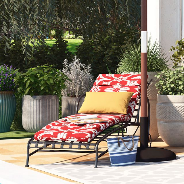 Patio chaise lounges get even more charming with such a perfect external lighting!