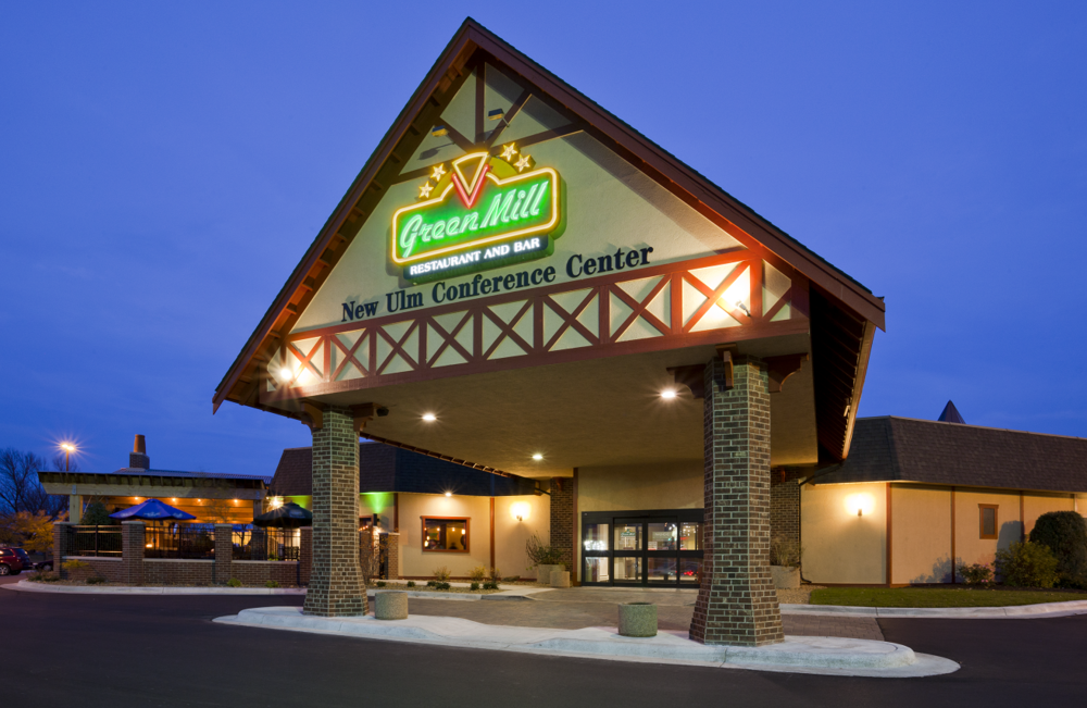 Green Mill New Ulm-Exterior Night.png