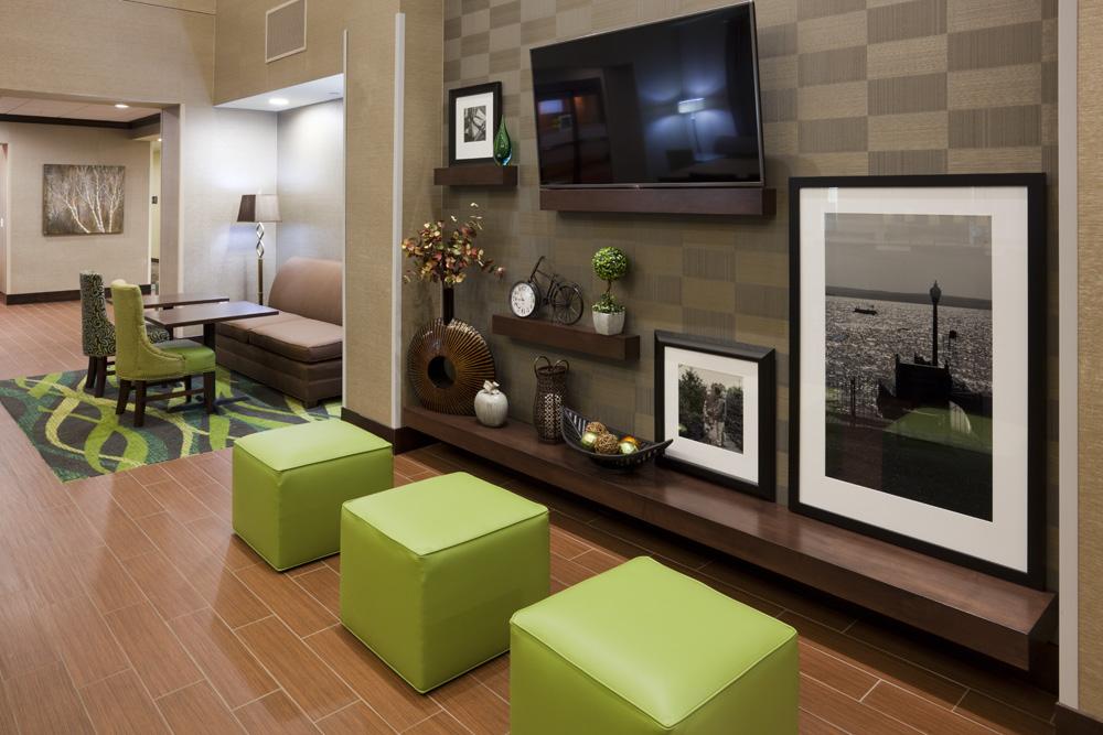 Hampton Inn Minnetonka-Lobby2.jpg