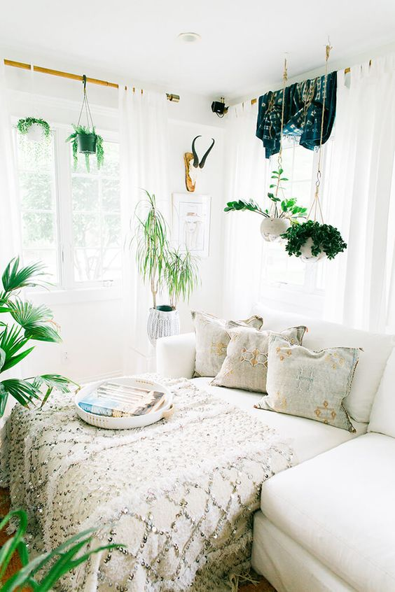 ( . ) Cozy bedding and green plants can compliment a space well. Some plants can even help with replenishing oxygen in the home or with filtering out negative odors.