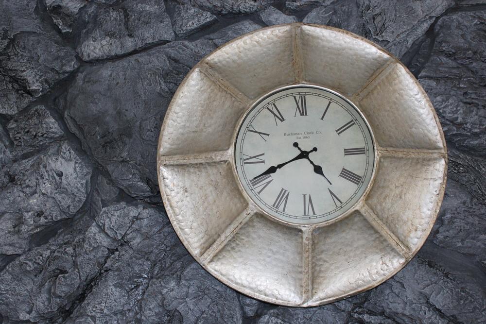 Silver Leaf Clock