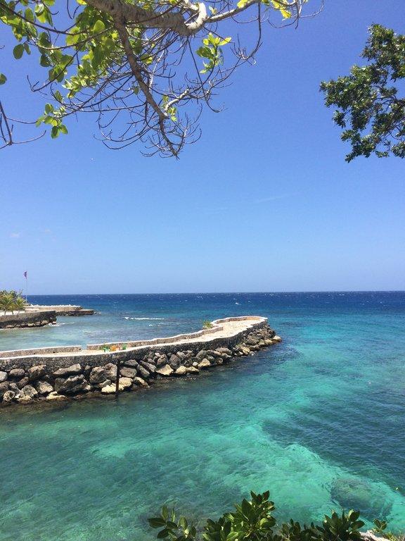 Águas cristalinas da Jamaica.