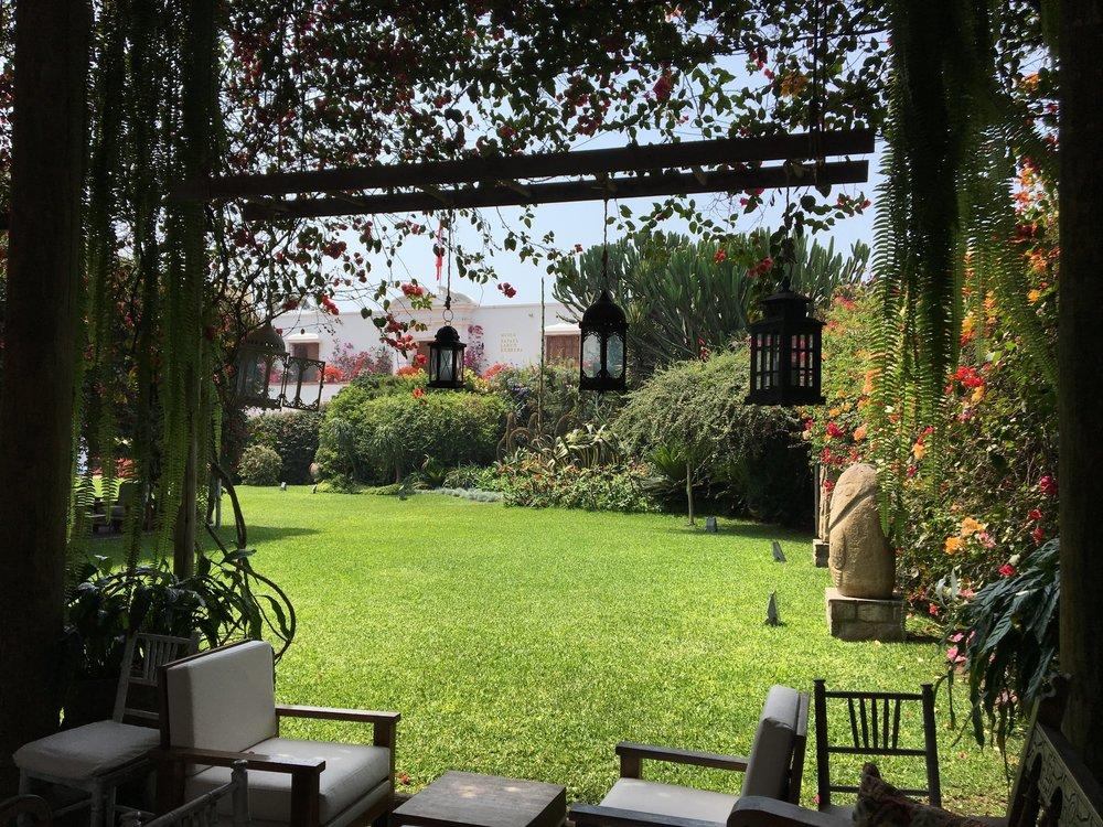 Vista linda do Restaurante e Café do Museu Arqueológico Rafael Larco Herrera.