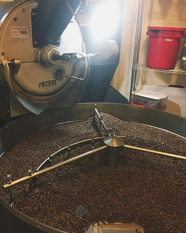 ROAST DAY! Super busy day in the roastery: 43 batches (which is 1,567 lbs.) of coffee, roasted for you, our friends! Thank you for your support, we love being a part of your day ❤️☕️ 📷: @sailor_storms (our roaster extraordinaire)