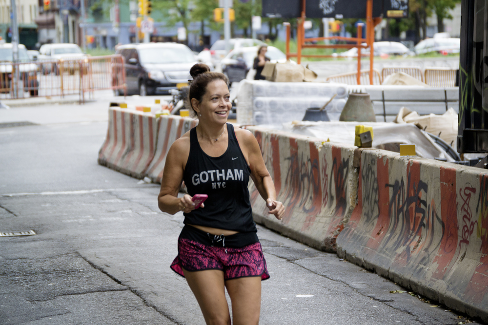 nyc-woman-runner-graffiti