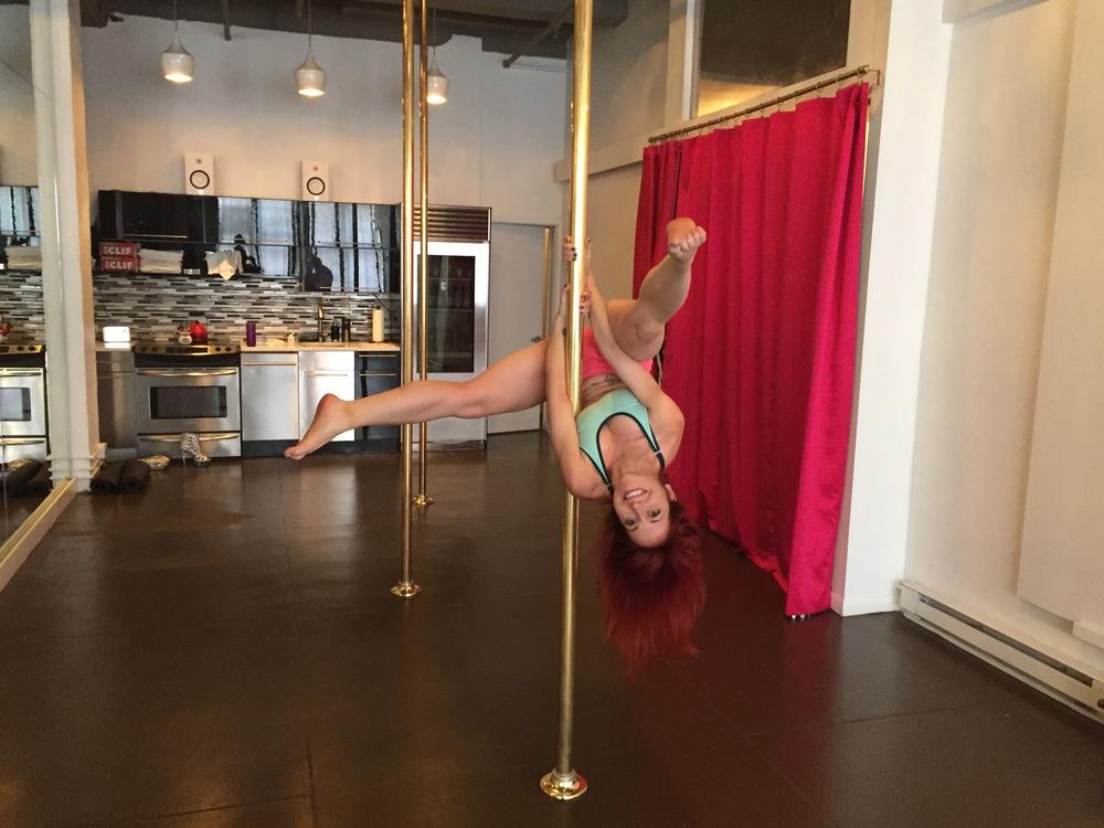 pole-dance-nyc-city-pole