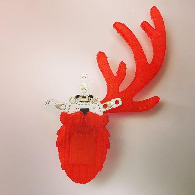 #Quirkbot is turning into a one horned Santa reindeer 🎄  #creative #3Dprinting #edtech #digiskol #maker #digital #tech #sthlmtech