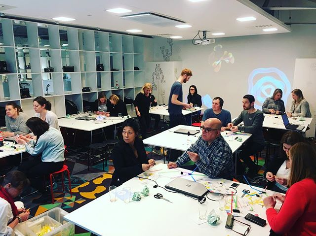 Full focus during todays 3 hour teacher workshop introducing both build and code @tekniskamuseet #vinnova #quirkbot #strawbees