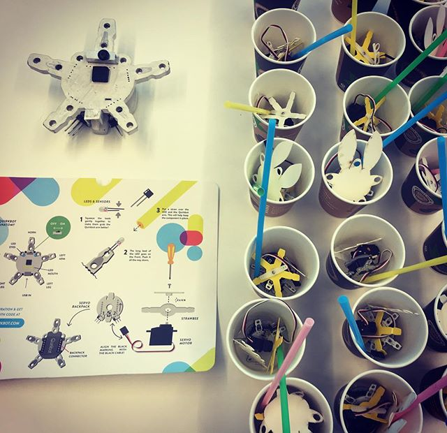 #quirkbot #robotsmoothie is todays magical cocktail at #hyperisland #kidssummercamp with #strawbees @strawbees