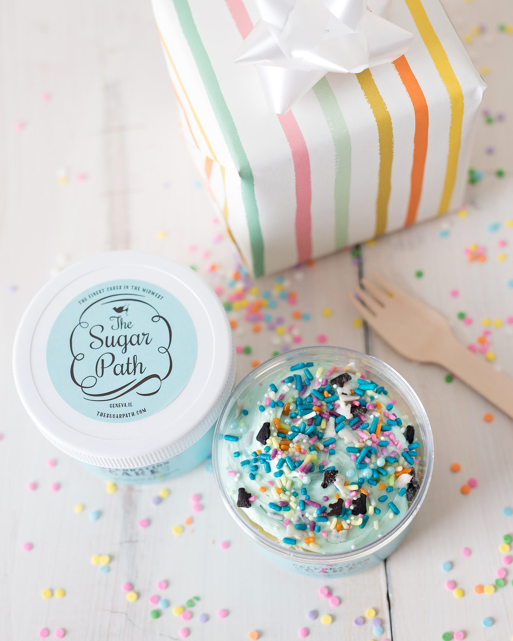 Cake Jars are portable and ready to eat. Layers of cake, frosting and toppings. All in a jar!