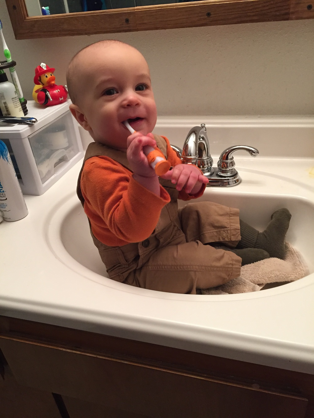 Noah in the sink brushing away.