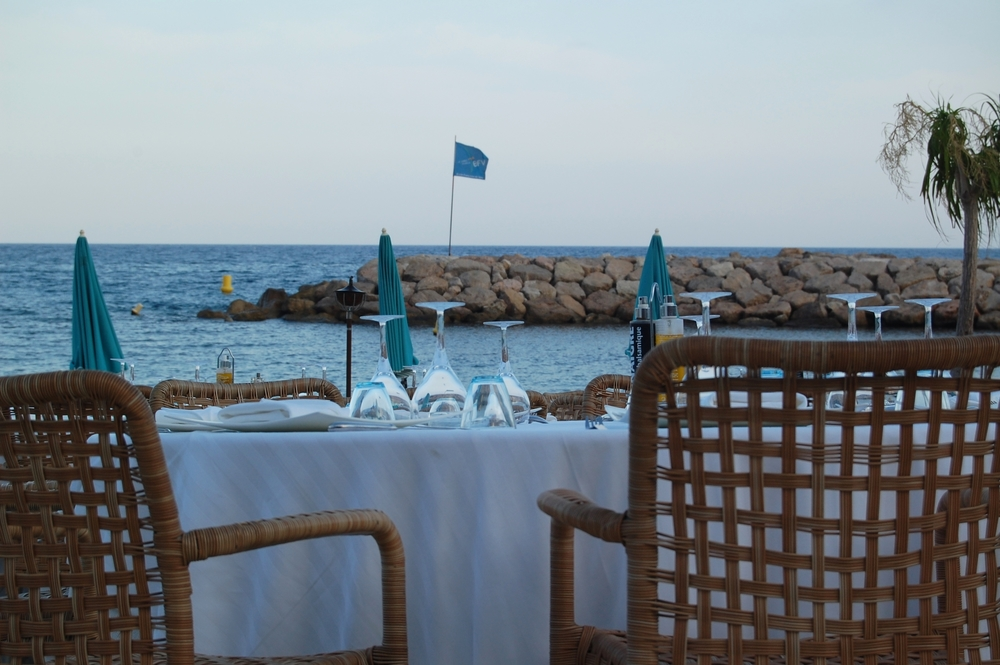 About6 Belle photo table extérieure Cap Marquet.jpg