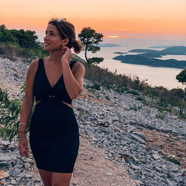 """IF YOU TRULY LOVE nature you will find beauty everywhere"" . Vincent Van Gogh . Happy Weekend ❤️☀️❤️☀️ . #LoveTheNature #HeavenlySurroundings #SunsetLover #HealthyLifestyle #AdventureSeeker #ActiveHolidays #FitnessGirl #VillaGG #VillaWeek #Croatia #SeaSaltHairDontCare"