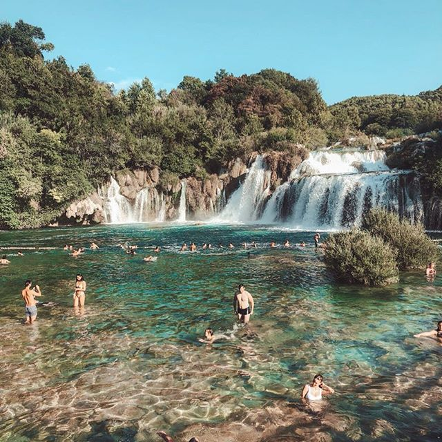 NATURE AT ITS BEST . Felt really good at Krka waterfalls - the water was so refreshing even though there were lots of sharp stones everywhere and I grazed my leg it was worth it. Photo creds @imkoto ❤️ . #Waterfalls #Nature #RefreshingWater #Revitalising #VillaWeek #VillaGG #HealthyLiving #FitnessChick #Summer2018 #VisitCroatia