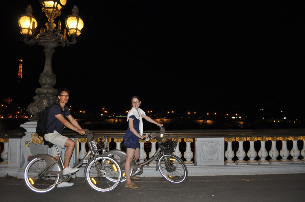 Biking Paris by night!