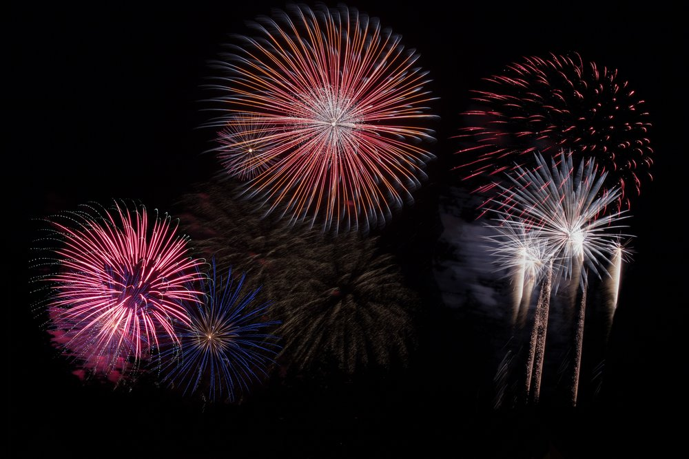 fireworks-sky-party-new-year-s-eve-128872.jpeg