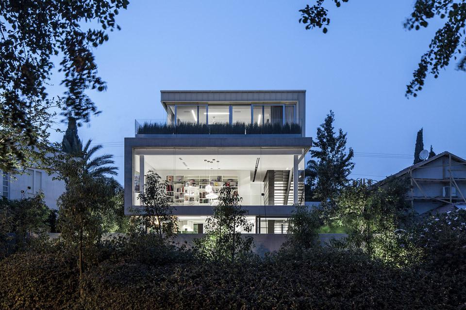 a-modern-concrete-house-9.jpg